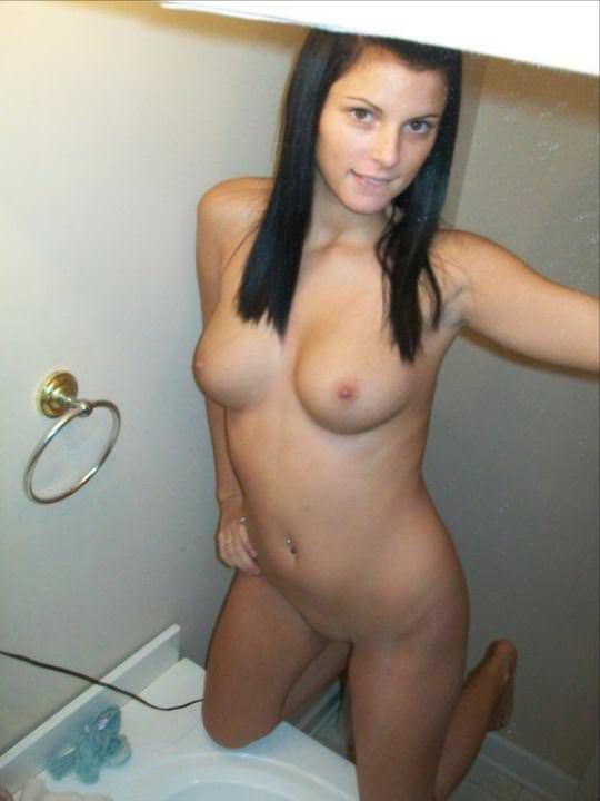【外人】美乳揃いの素人お姉さんがおっぱい自撮りしてネット公開してるポルノ画像 2116