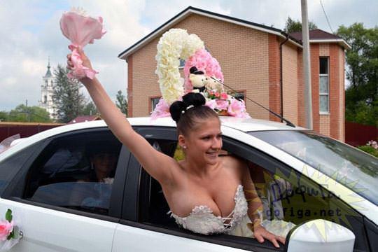 【外人】海外の美人花嫁がドレスでおっぱいポロリしてるポルノ画像 2126