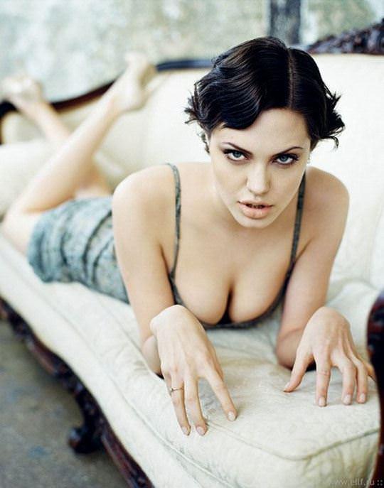 【外人】トゥームレイダーの主人公ララ・クロフトを演じたアンジェリーナ・ジョリー(Angelina Jolie)の巨乳おっぱいポルノ画像 2159