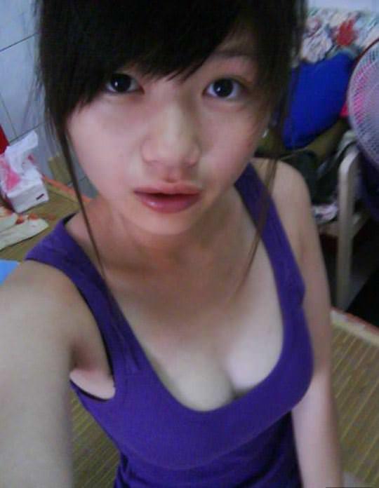 【外人】台湾ロリ娘が顔に似合わず巨乳おっぱいの谷間を自撮りするポルノ画像 2178