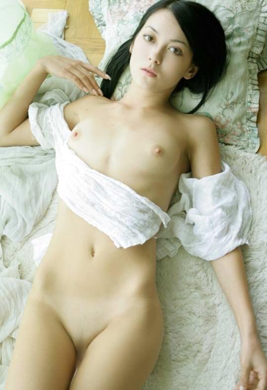 【外人】貧乳のお姉さんは総じて美人揃いだと判明したおっぱいポルノ画像 2237