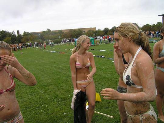 【外人】スウェーデンの女子大生がビキニや手ブラでレズってるポルノ画像 2411