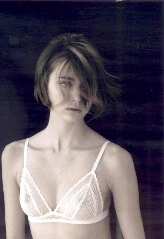 【外人】顔が可愛い世界の美少女を集めたセミヌードポルノ画像 2721