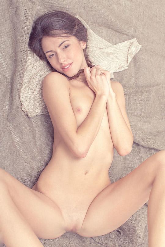 【外人】貧乳のお姉さんは総じて美人揃いだと判明したおっぱいポルノ画像 2724