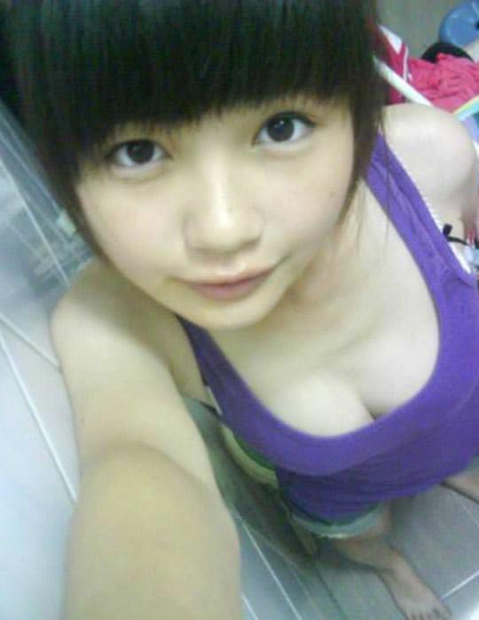 【外人】台湾ロリ娘が顔に似合わず巨乳おっぱいの谷間を自撮りするポルノ画像 3134