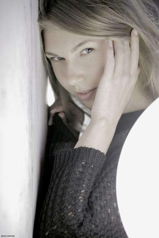 【外人】ロシアのスタイル抜群モデルのアンジェリカ(Angelica)おピンク乳首を晒すポルノ画像 3137