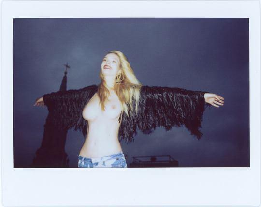 【外人】かっこ良すぎるオランダ人モデル ディオニ・タバーズ(Dioni Tabbers) のおっぱいの谷間がエロいポルノ画像 3150