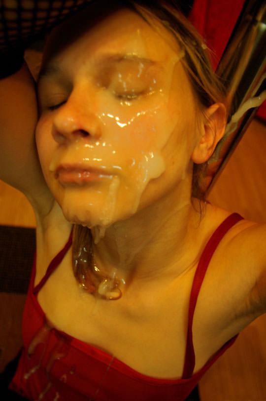 【外人】洋ティーンの素人娘の顔面にザーメンぶっかけた顔射ポルノ画像 321