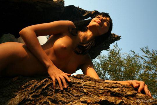 【外人】黒髪のロシアンモデルのエヴァ・グリーン(eva green)がロリ顔妖艶なエロい体を晒すポルノ画像 327