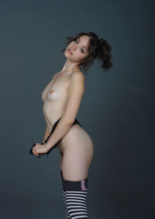 【外人】貧乳のお姉さんは総じて美人揃いだと判明したおっぱいポルノ画像 3321