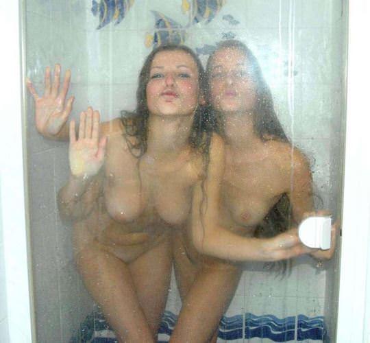 【外人】美人で有名な女友達のシャワーレズシーンを撮影したフルヌードポルノ画像 344