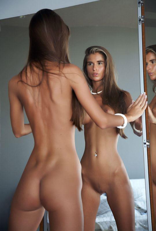 【外人】貧乳のお姉さんは総じて美人揃いだと判明したおっぱいポルノ画像 3717