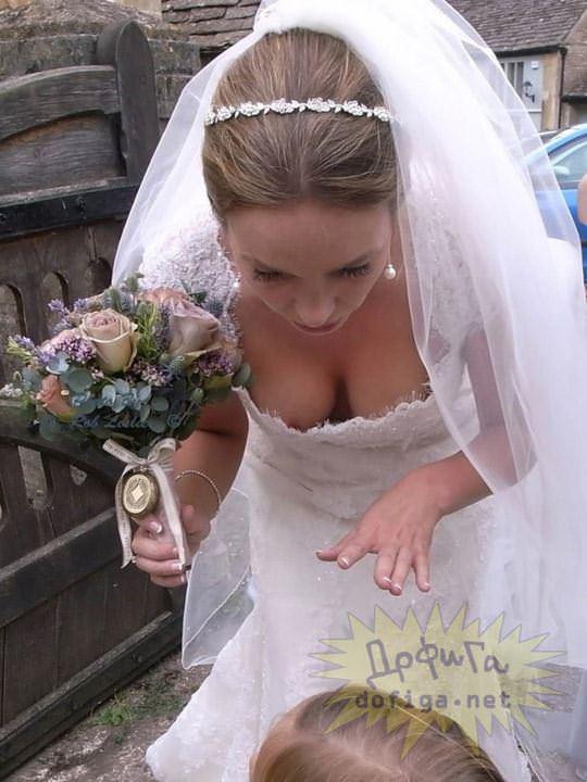 【外人】海外の美人花嫁がドレスでおっぱいポロリしてるポルノ画像 376