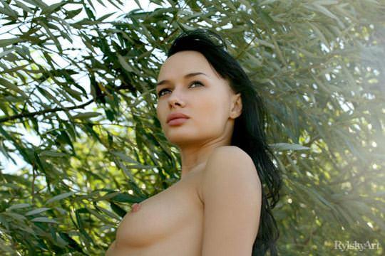 【外人】黒髪のロシアンモデルのエヴァ・グリーン(eva green)がロリ顔妖艶なエロい体を晒すポルノ画像 424