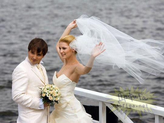【外人】海外の美人花嫁がドレスでおっぱいポロリしてるポルノ画像 463