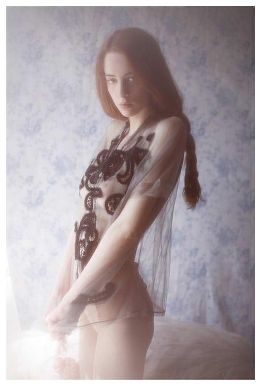 【外人】顔が可愛い世界の美少女を集めたセミヌードポルノ画像 5112