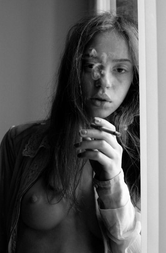 【外人】イギリス人モデルリリー・ニューマーク(Lily Newmark)のドピンク乳首おっぱいポルノ画像 549