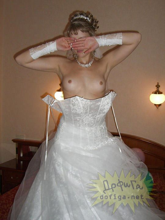 【外人】海外の美人花嫁がドレスでおっぱいポロリしてるポルノ画像 551