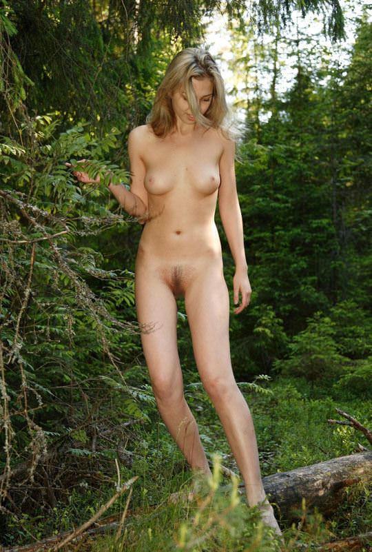 【外人】大自然でヌードグラビア撮影する妖精な白人美女達の野外露出ポルノ画像 565