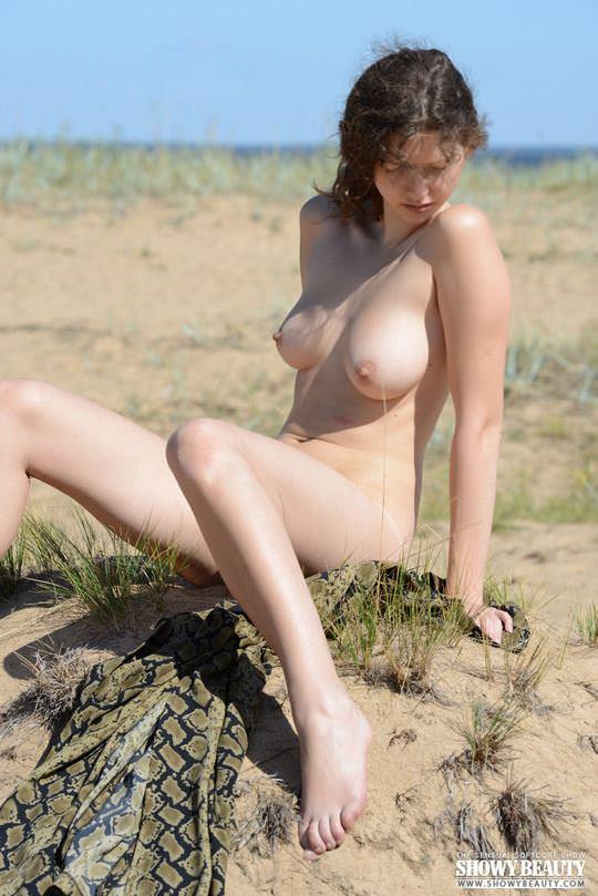 【外人】素朴なモデル、ロシアン女子大生マリ(Mari)の野外露出ポルノ画像 590