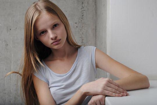 【外人】顔が可愛い世界の美少女を集めたセミヌードポルノ画像 593