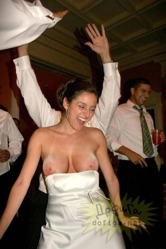 【外人】海外の美人花嫁がドレスでおっぱいポロリしてるポルノ画像 641