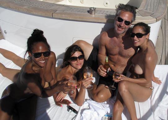 【外人】ヨットの上でトップレスになるカナダ人モデルのゾーイ・デュシェーヌ(Zoe Duchesne)のおっぱいポルノ画像 67
