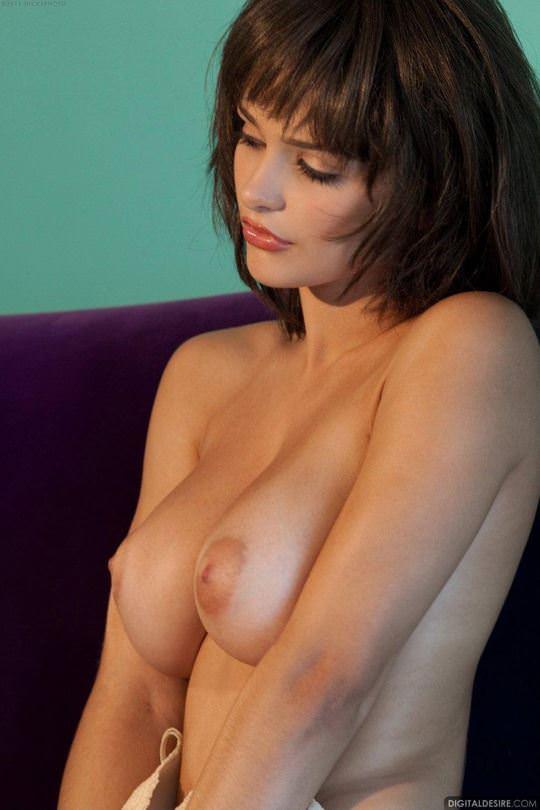 【外人】アニメのヒロインの様に可愛すぎるヘイリー・レイン(Hailee Rain)という女豹の巨乳おっぱいポルノ画像 69