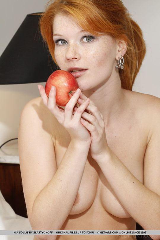 【外人】チェコ共和国出身の赤毛美少女ミア(Mia Sollis)のおっぱいとまんこのポルノ画像 722