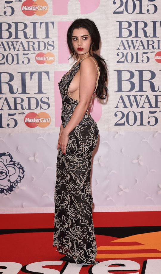 【外人】イギリスBRIT・アワード2015で歌手チャーリー・エックス・シー・エックス(Charli XCX)の巨乳横乳ポルノ画像 738
