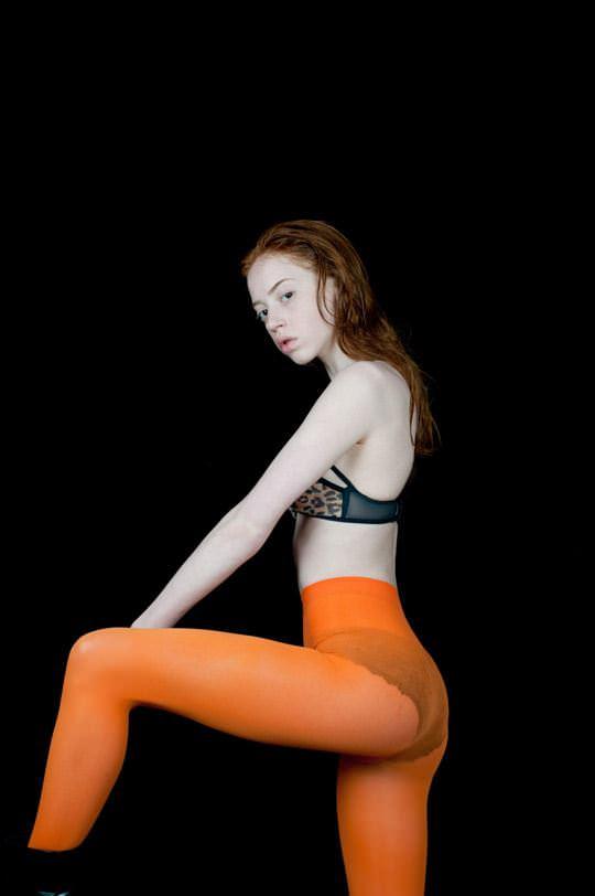 【外人】イギリス人モデルリリー・ニューマーク(Lily Newmark)のドピンク乳首おっぱいポルノ画像 739