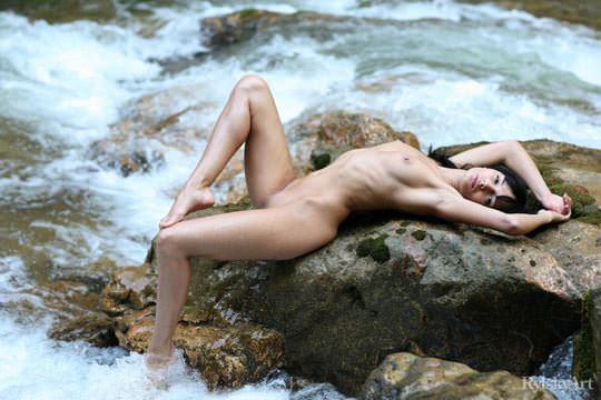【外人】黒髪のロシアンモデルのエヴァ・グリーン(eva green)がロリ顔妖艶なエロい体を晒すポルノ画像 812