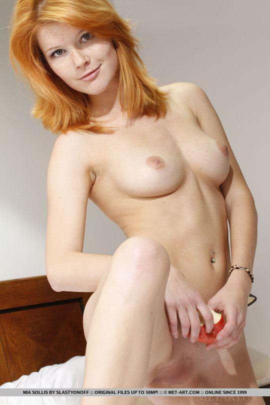 【外人】チェコ共和国出身の赤毛美少女ミア(Mia Sollis)のおっぱいとまんこのポルノ画像 820