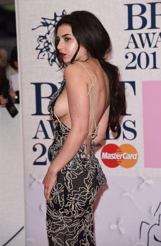 【外人】イギリスBRIT・アワード2015で歌手チャーリー・エックス・シー・エックス(Charli XCX)の巨乳横乳ポルノ画像 835