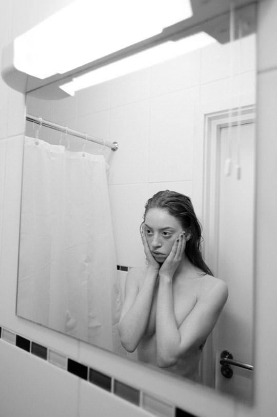 【外人】イギリス人モデルリリー・ニューマーク(Lily Newmark)のドピンク乳首おっぱいポルノ画像 836