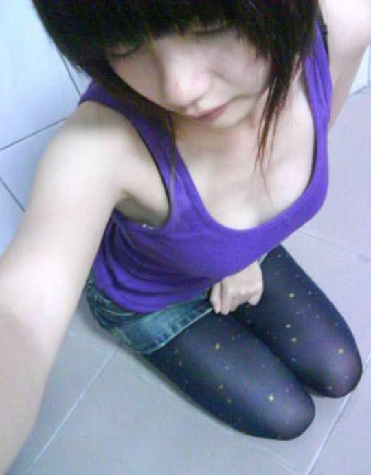 【外人】台湾ロリ娘が顔に似合わず巨乳おっぱいの谷間を自撮りするポルノ画像 867