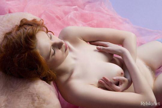 【外人】赤毛のロシアンヌードモデルのジリアン(Gillian)のマン毛とワキ毛のポルノ画像 887