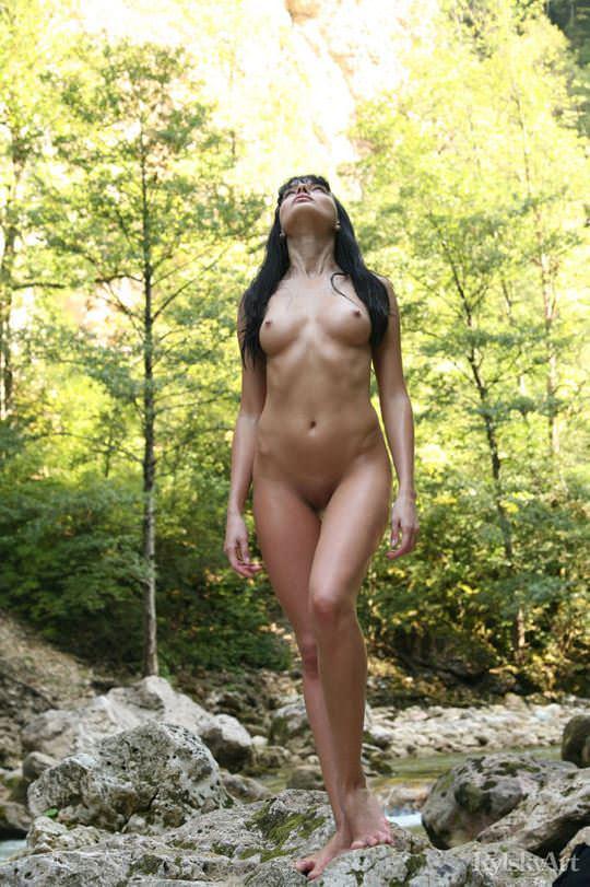 【外人】黒髪のロシアンモデルのエヴァ・グリーン(eva green)がロリ顔妖艶なエロい体を晒すポルノ画像 912