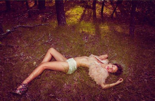 【外人】大自然でヌードグラビア撮影する妖精な白人美女達の野外露出ポルノ画像 949