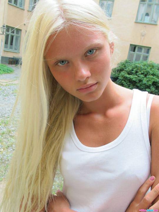 【外人】顔が可愛い世界の美少女を集めたセミヌードポルノ画像 960