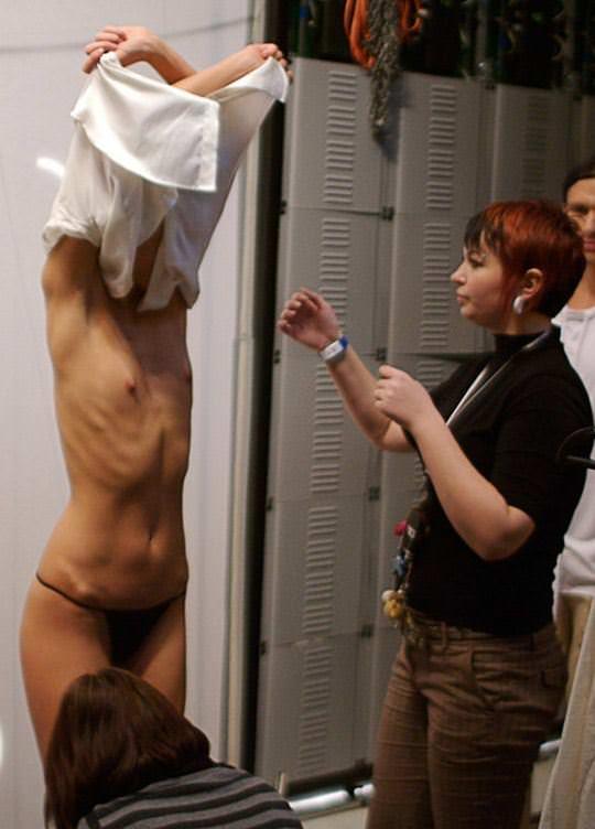 【外人】そこら中でおっぱいを晒す世界のスーパーモデルたちのポルノ画像 961