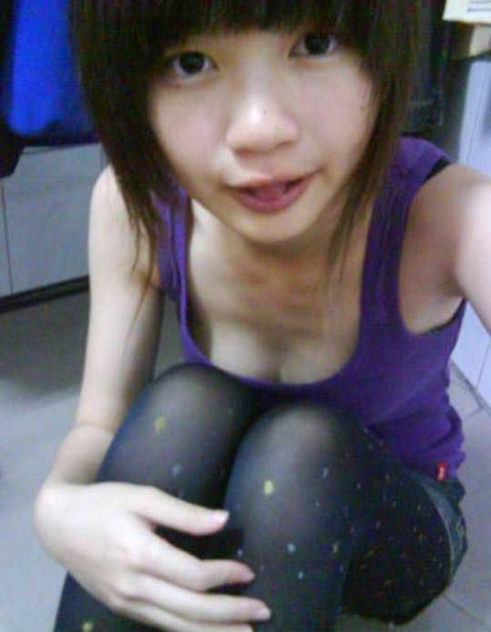【外人】台湾ロリ娘が顔に似合わず巨乳おっぱいの谷間を自撮りするポルノ画像 966