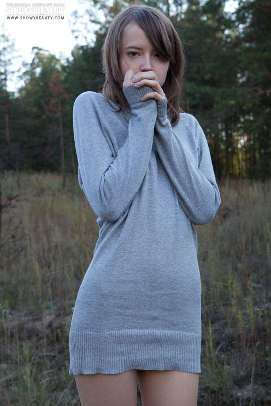 【外人】鉄道のレールで火照ったまんこを冷ますロシアン美少女キターナ(Kitana)の露出ポルノ画像 984