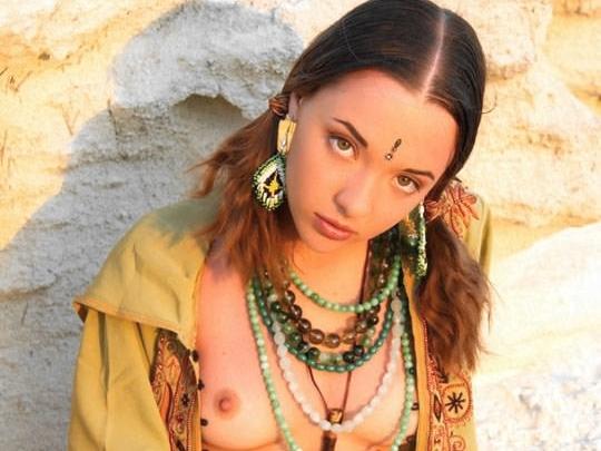 【外人】ウクライナ医大生リサ(Lisa)がアジアンコスプレした野外ヌードポルノ画像 0114