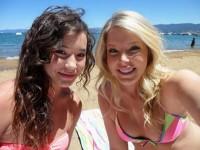 【外人】海外美女のピンクや薄茶色した乳首がポロリしてるビキニポルノ画像