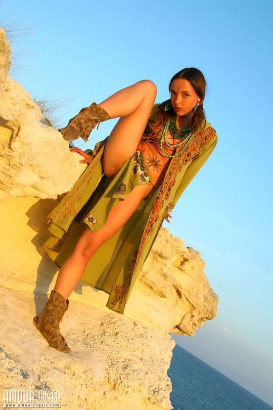 【外人】ウクライナ医大生リサ(Lisa)がアジアンコスプレした野外ヌードポルノ画像 1115