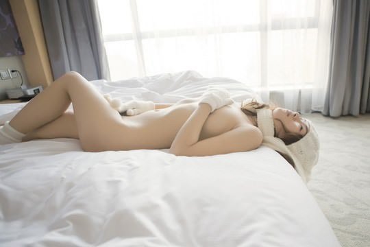【外人】素で可愛い中国の素人娘が個人撮影でセミヌード公開したポルノ画像 1166