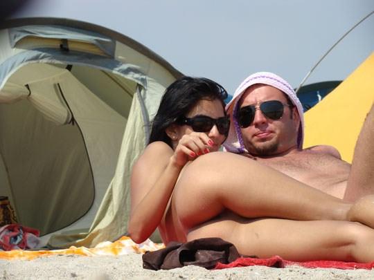 【外人】ヌーディストビーチでパイパンまんこを激写した盗撮ポルノ画像 1333