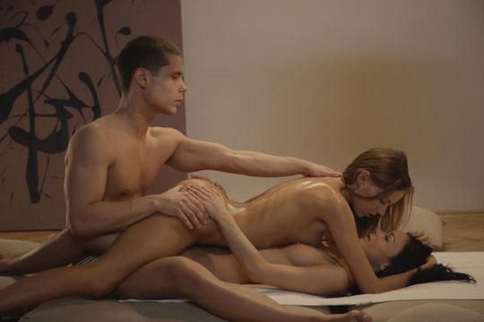 【外人】1本のチンコを2人のアメリカン美女が奪い合う3Pセックスポルノ画像 138