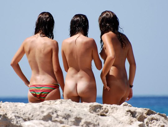 【外人】3人の激カワ素人娘をヌーディストビーチで激写したらマン毛が生えてたポルノ画像 1628